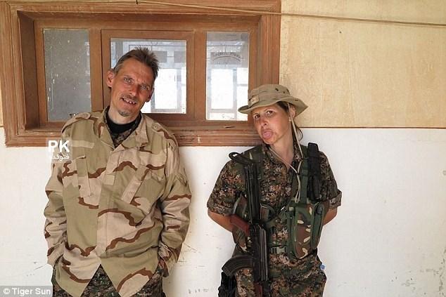 عکس مانکن زن که به جنک داعش رفت,عکس تایگرسان مانکن و مدل کانادایی در جنگ با داعش,عکس مانکن زن کانادایی در جنگ علیه داعش,tigersun,عکس مدلینگ زن در جنگ داعش