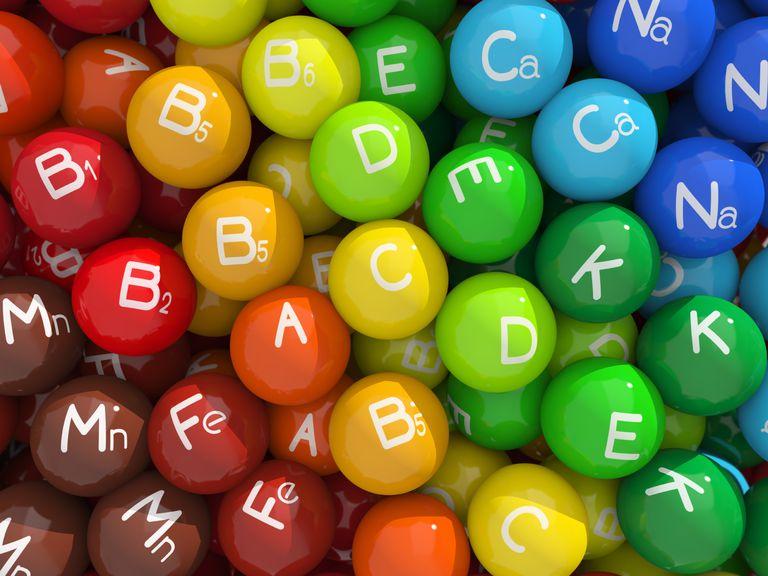 از کجا بفهمیم چه ویتامینی کم داریم ؟ + معرفی منابع ویتامینی