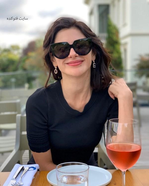عکس نسرین جوادزاده از بازیگران سریال سیب ممنوعه