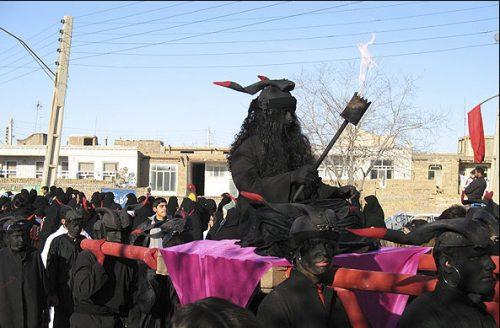 عکس زعفر جنی در مراسم تعذیه خوانی عاشورای حسینی