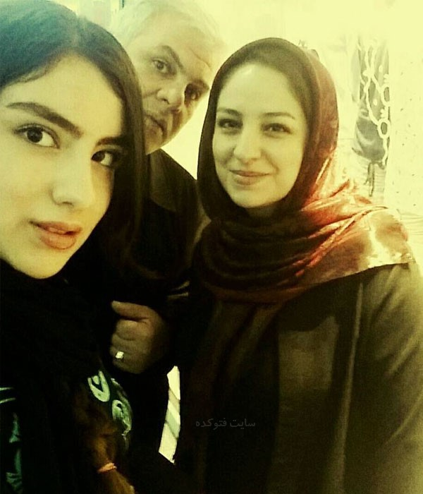 عکس های زهرا منجی در کنار پدر و مادر