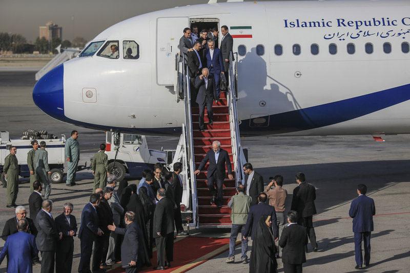 عکس استقبال دختر و همسر ظریف از وی,عکس عمسر و دختر دکتر جواد ظریف وزیر امور خارجه ایران,عکس همسر و دختر وزیر خارجه ایران,عکس استقبال از ظریف در فرودگاه